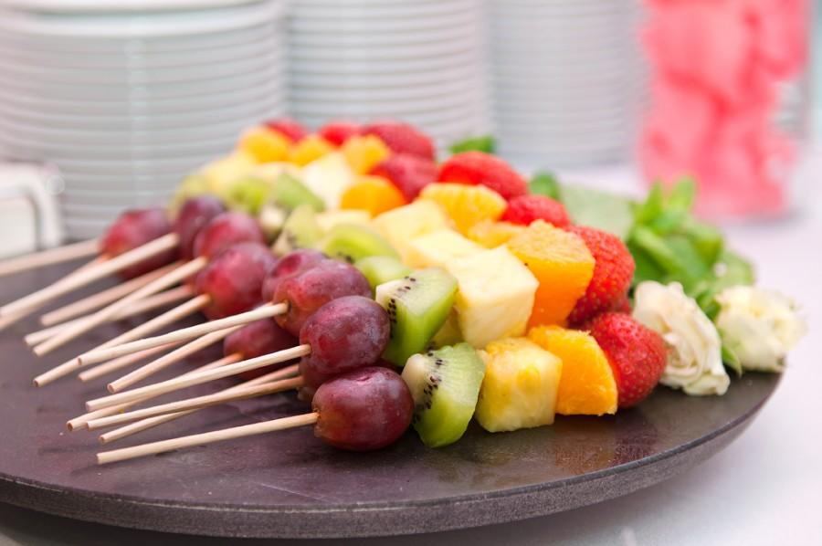 Как сделать канапе из фруктов на шпажках